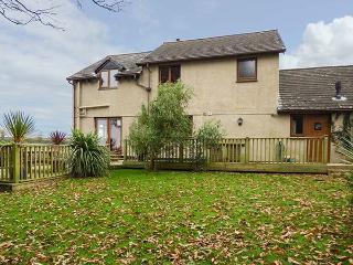 COUNTRYSIDE VIEWS, en-suite, off road parking, lawned garden, in Wadebridge, Ref 930530