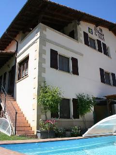 Acá y Allá  situado en la bonita y tranquila localidad de Urdániz