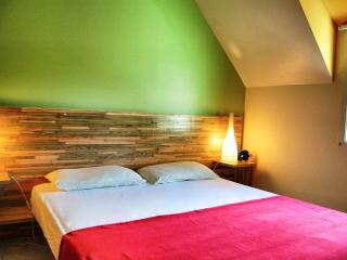 Chambre en mezzanine type d'un gîte. La décor est différente pour chaque gîte. Lit double en 160.