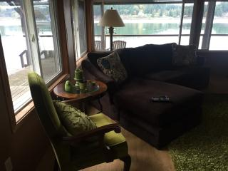 Port Orchard, waterfront home; perfect for short term housing