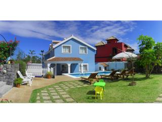 HOLIDAY HOME 'EL MAR' with swimming pool & garden