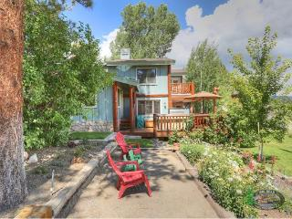 Patterson`s Lakefront where you can relax and enjoy this amazing Big Bear lakefront with dock access, wifi, outdoor deck and BBQ, Big Bear Region