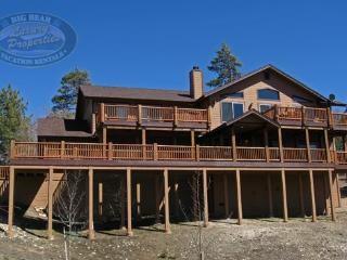 All Seasons Cabin a luxury Big Bear Vacation Cabin where you will enjoy scenic views of the lake., Big Bear Region