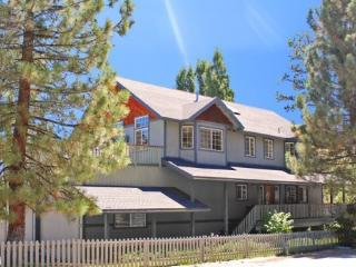 Enjoy gorgeous views of the lake from this spacious vacation cabin in Big Bear. Includes hot tub and is close to shopping the marina., Big Bear Region