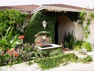 Charming tropical home walking distance to beach!, Naples