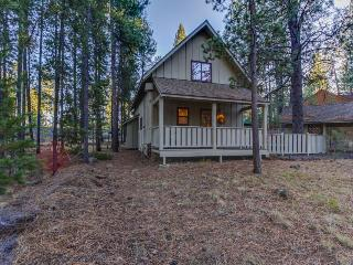 Spacious outdoor deck, private hot tub!, Sunriver