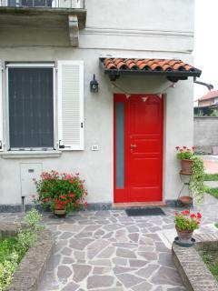 La casa principale e il Cottage indipendente Vi accoglieranno nel giardino con parcheggio gratuito