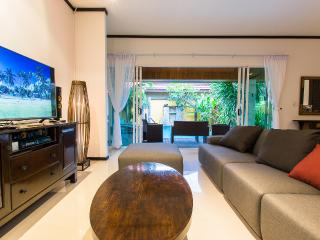3 BDR LUXURY POOL VILLA IN NAIHARN, Nai Harn