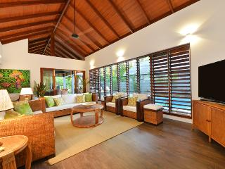 The Bahama House - Stunning New Luxury Home, Port Douglas