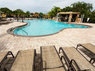 075/ Awesome house with LAKE VIEW & Private Pool!, Kissimmee
