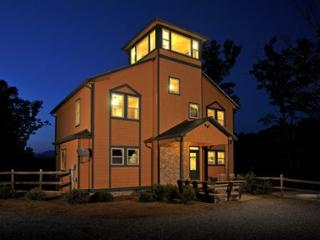 Poolside Mountain Retreat-Incredible Home - Sleeps 19, Ellijay