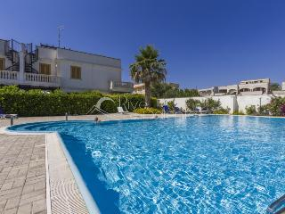 New apartment 6 sleeps in residence with pool, Santa Maria al Bagno