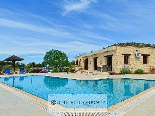 Villa 85740, Lysos