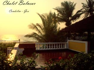 Chalet Balnear - Beach Villa overlooking the sea!!, Candolim