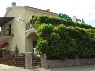 Apartment Mandica for 4-5 people