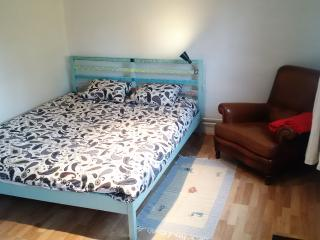 Cosy bedroom with shower inside!, Woluwe-St-Pierre