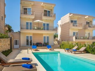 Luxury Villa 100m from the beach, Loutraki Chania