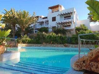 Marina Apartment with 3 shared Swimming pools, Cala d'Or
