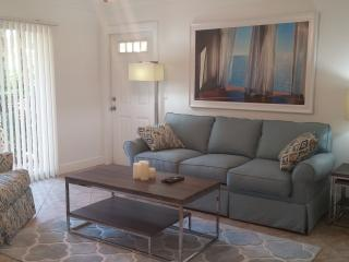 Heart of Downtown, Comfy and Walk to Beach, Delray Beach