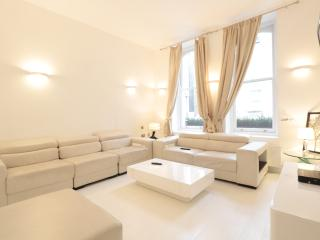 4BR Furnished Suites Walk to Westbourne Grove & Notting Hill, Londres