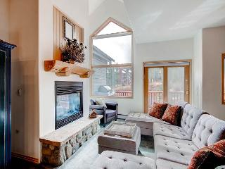 Newly Updated Townhome on 4 O'clock Run - Easily Access Town and Peak 8!, Breckenridge