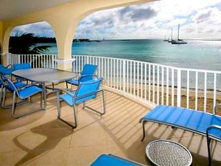 Popular Simpson Bay Condo ~ Oceanfront 2nd fl ~ Rent as a 1 or 2 bedroom ~ Pool