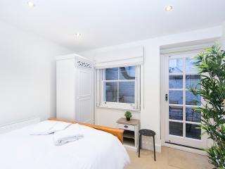 2 Bedroom Economical Family Kensington Apartment, London