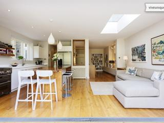 Elegant, 5 bedroom home with parking and large garden - Chevening Rd, London