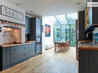 5 Bed house In beautiful Primrose Hill - Sleeps 9., London