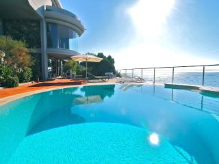 Villa on the cliffs sleeps 12, Cecina
