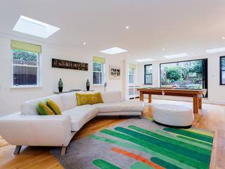 4 bedroom house on Elms Road, Clapham, Londen