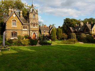 Gloriously Gothic, 2 bed house, Holly Village, Highgate, Wrotham Heath