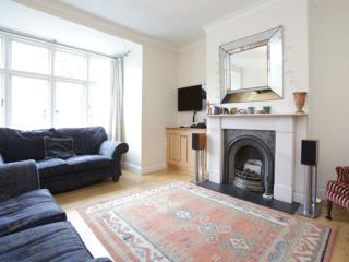 Fantastic family home, Wormholt Road, West London, Londen