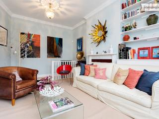 Colourful 2 bed family flat, Larkhall Rise, Clapham, London