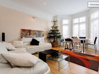 3 bed apartment on Finchley Road, Hampstead, London