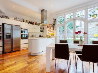 Veeve - Belsize Family Apartment