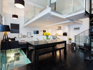 Pristine 2 bed open plan mezzanine flat, Lyham Road, Clapham, Londen