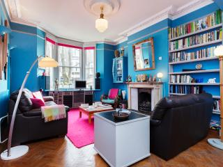 Charismatic and colourful 2 bed house, Courthope Road, Hampstead, London