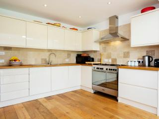 3 bed house with large garden, Lambert Avenue, Richmond, Londres