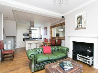 2 bed flat on Lambeth Road, Waterloo, London