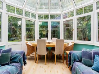 Veeve - A Gardener's Paradise