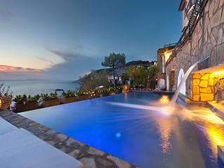 Beautiful Villa Zaffiro sleeps 10, Sorrente