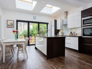 5 bed house on Braemar Avenue, Wimbledon, Londres