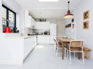 2 bed garden flat, Harvist Road, Queens Park, London
