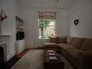 3 bed townhouse with garden, in trendy Islington, Offord Rd, London