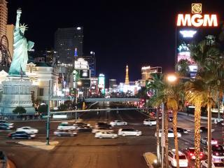 VEGAS VACATION! Amazing 3 bdrm-2 ba-close to strip