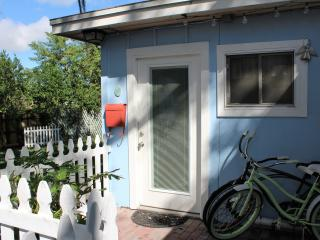 Pelican Cottage: A Tropical Paradise, Tarpon Springs