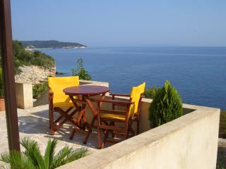 Paxos Sunrise Villas studio next to the sea, Gaios