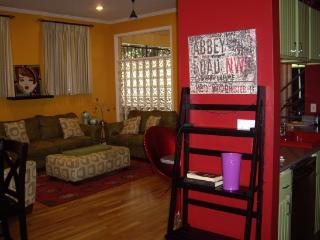 BEALE 2 BLKS! 5/2.5 Roof Patio.Sleeps 12.Trolley!, Memphis