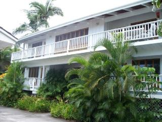 Hale Kea-Sleeps 18! One Block From the Beach!, Kailua-Kona